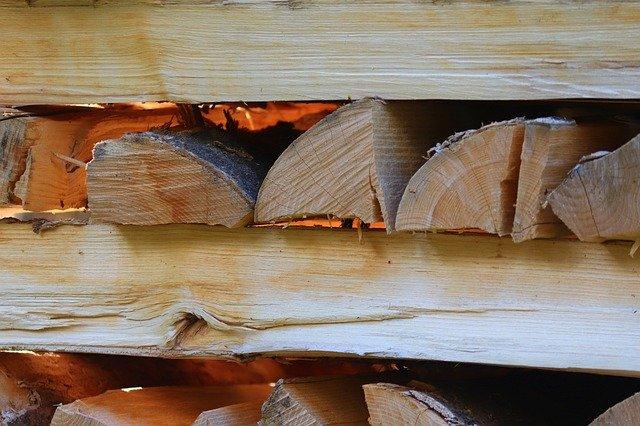 Wie lange sollte Brennholz trocknen