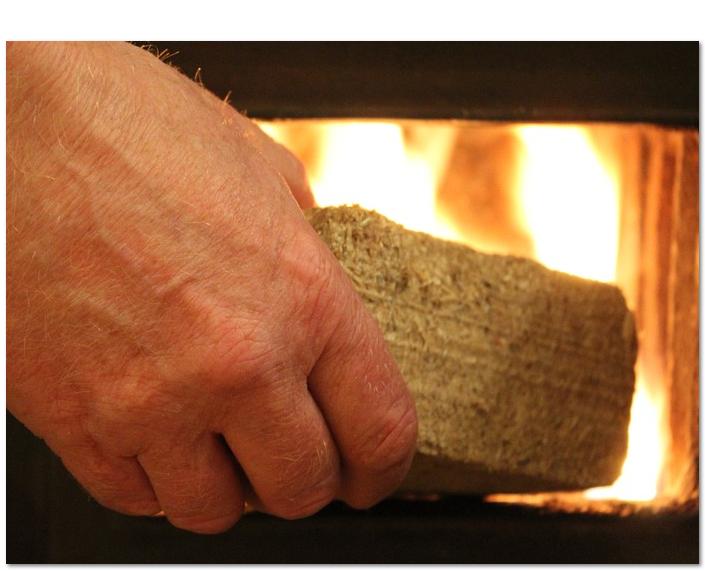 Zum Verhindern von Glanzruß - Holzbriketts nutzen
