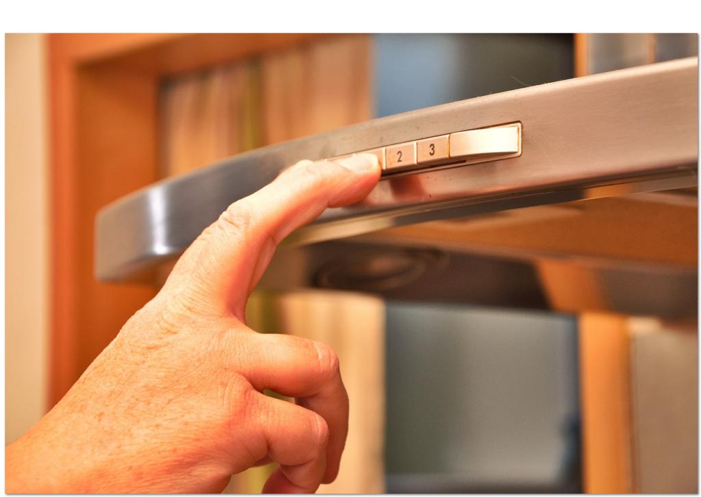 Eingeschaltete Dunstabzugshaube während dem Brennvorgang - Durchlüften optimieren