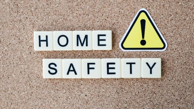 Kaminofen sicher betreiben mit Kindern und Haustieren